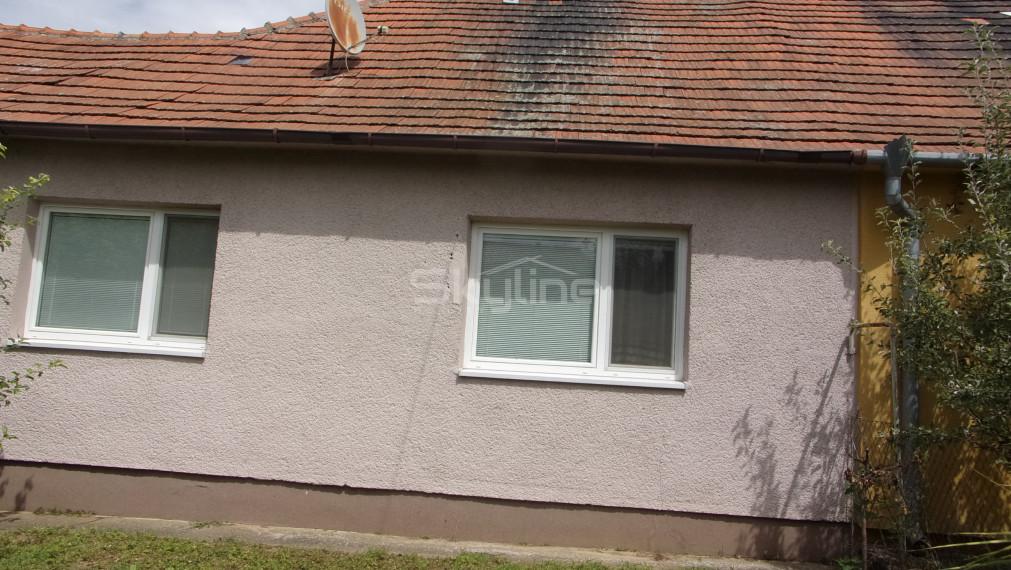 Na predaj rodinný dom 154 m2, čiastočná rekonštrukcia, tichá lokalita, pozemok 880 m2 Nitra