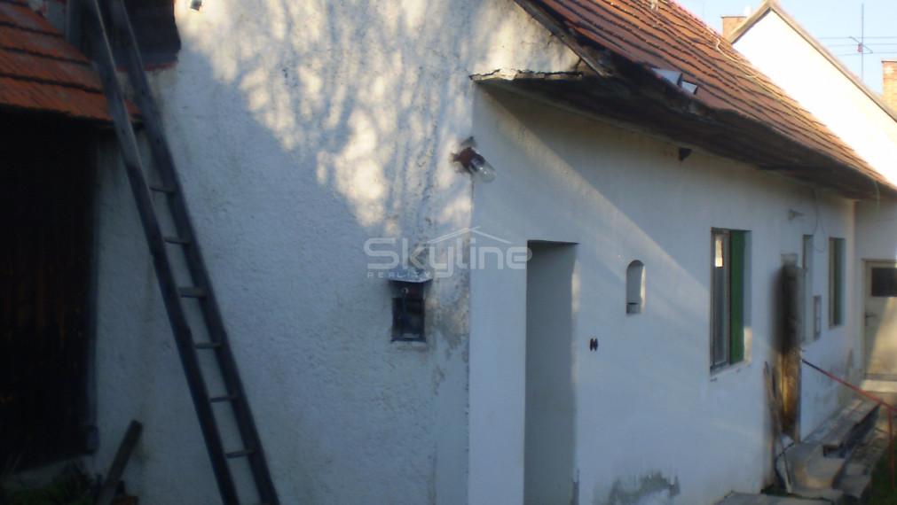 Na predaj rodinný dom, pôvodný stav pozemok 533 m2, obec Skýcov Zlaté Moravce